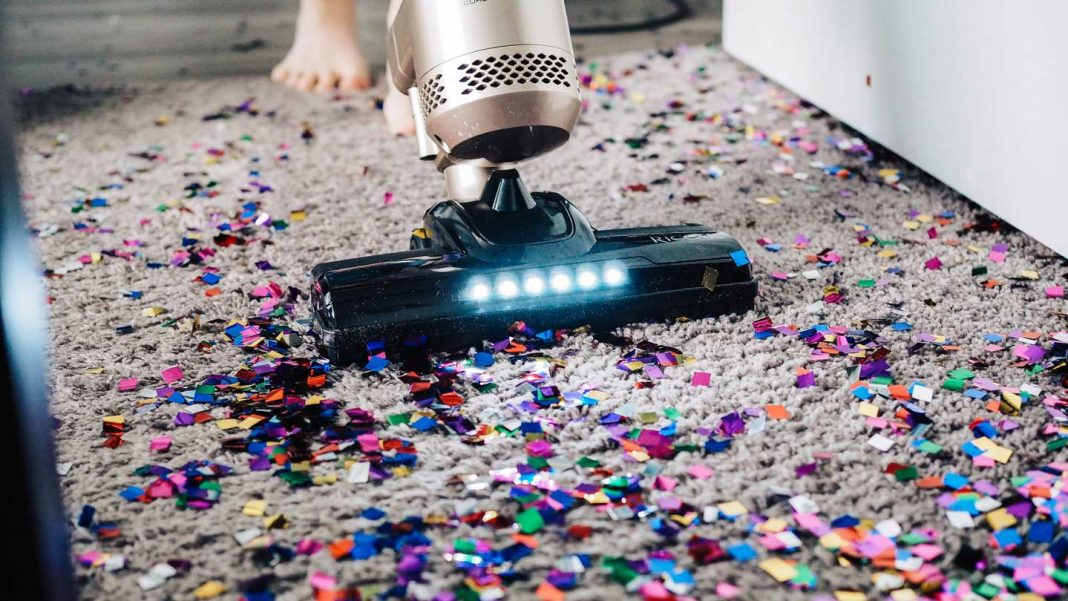 Top-5-Uses-of-a-Vacuum-Cleaner-on-lifehack